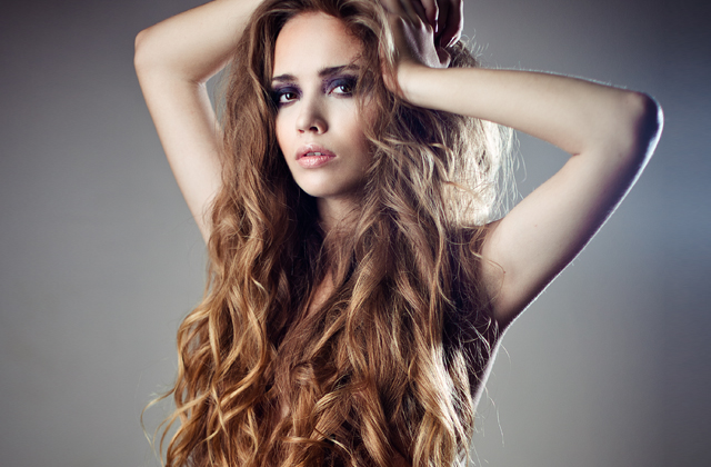 sausi-plaukai-riebios-saknys