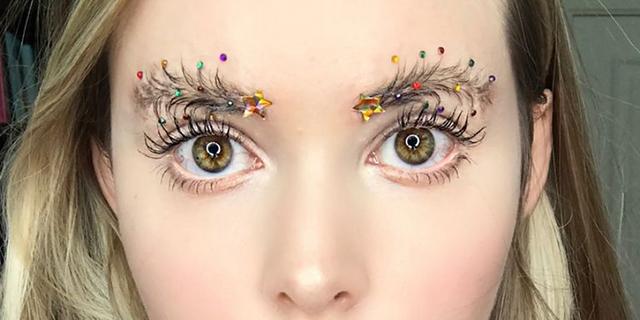 christmas-tree-brows-1512681415